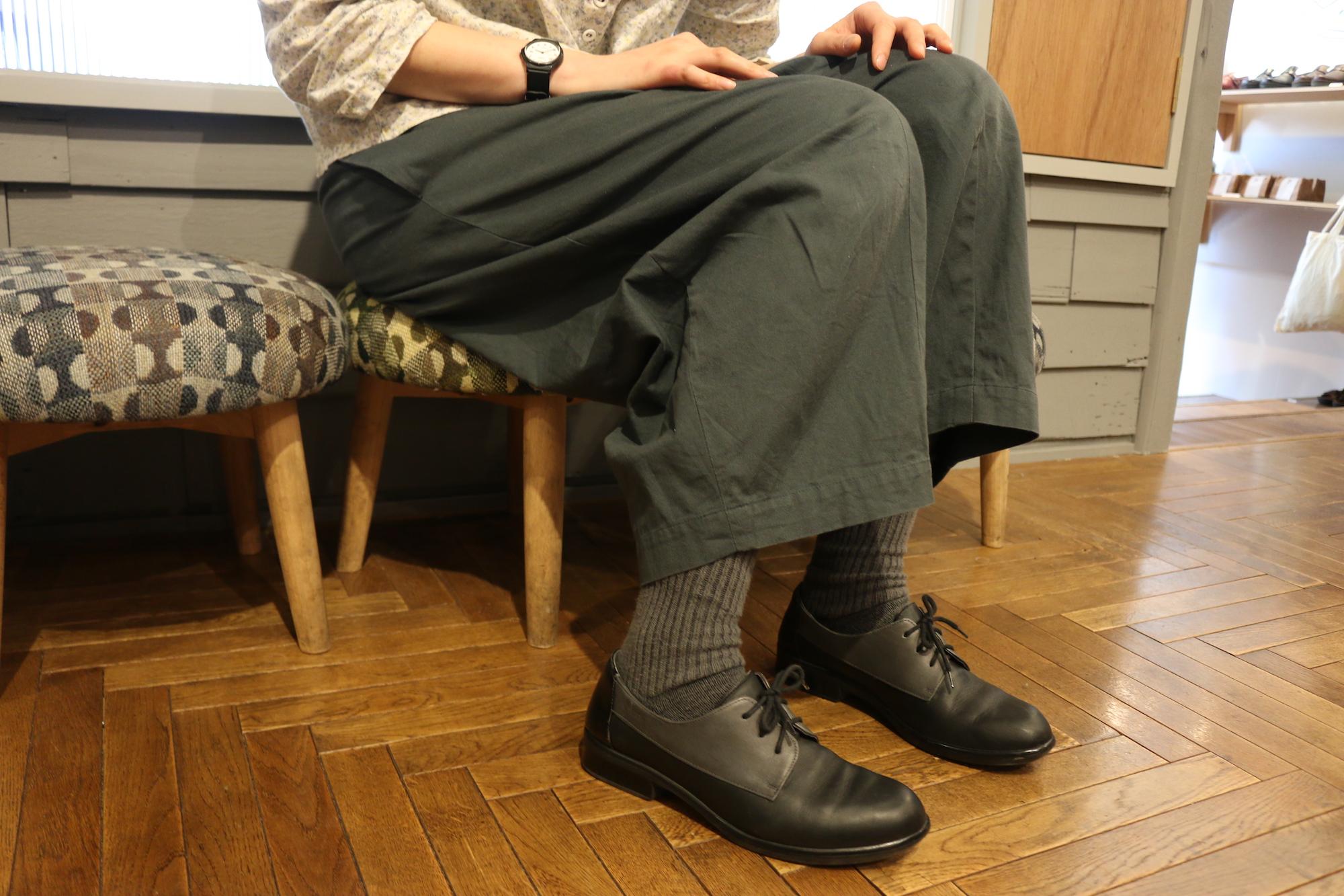 ec9a96a3fa57 靴の枠にとどまらず、彼女自身がどのような変化をし続けているのか、 たっぷりと話してもらいました。ぜひ、ご一読くださいませ! ———————————